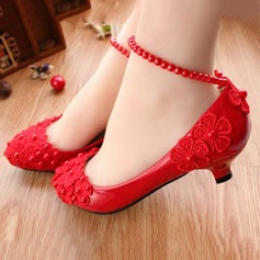 Women's Leatherette Low Heel Closed Toe Pumps With Imitation Pearl Flower Lace-up Chain